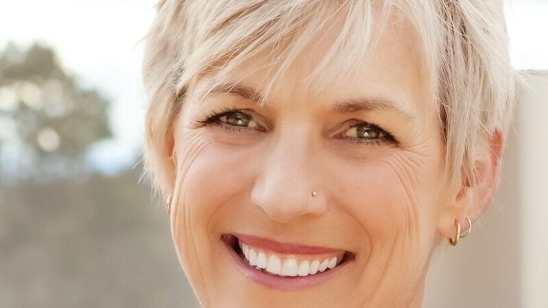 photo of author kelly wendorf